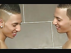 Brothers porn tube - gay twinks video